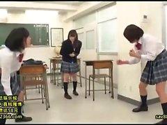 Belleza japonesa adolescente digitación coño peludo