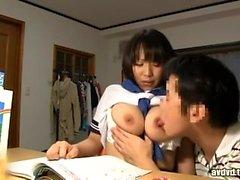 Busty japanska visar stora bröst
