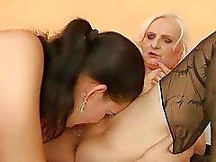Подросток милашка трахается уродливой бабушка