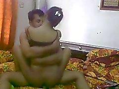 Intian Desi pari nauttia täysillä