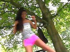 Ebony adolescente de anciano Vivien se reúne Hugo en el parque y no puedo s