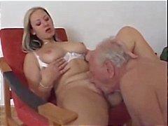 Nasty Nurse neukt oude man
