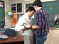 Homosexuell XXX Manchmal wird dieser verworrene Lehrer macht sich sein