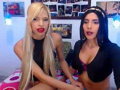 Madura lesbianas Morena utiliza strapon en rubia adolescente