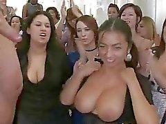 Flickor suger kuk och blir cum alla