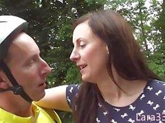 Trentenaire britannique enculée en bas jizzed sur les fesses