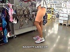 Cameltoe y el parpadeo en el supermercado