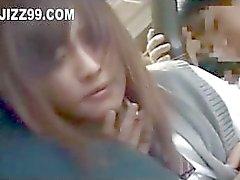 Japans schoolmeisje creampie geneukt op bus 02