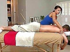 Aan de kont gevuld bij massage
