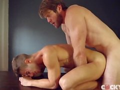 A Colby Keller scopa Allen il re