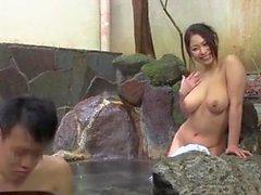 Японские свингеры в горячем источнике — 15