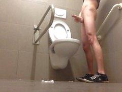Красива в туалет чмо приказали порно маки