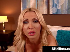Hot Canadian Mountie Nikki Benz ottiene la bocca e Titty scopata!