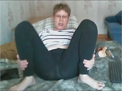 Old Lady teases in leggings then cums
