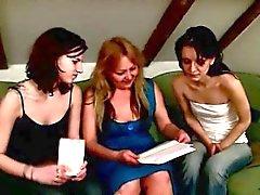 dve-devki-uchatsya-seksu-porno-tiranil-svoe