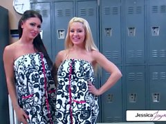 Jessica Jaymes & Helly Mae Hellfire suce une bite monstrueuse, gros seins