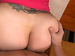 Tattooed wench can't live without hot fuck