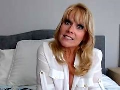 Busty blonde Mature Puma Swede segretamente una bambina webcam