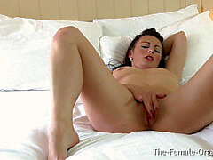 wanking MILF Has Two gash Contracting climaxes