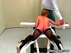 Bad kvinna Behandling whipping scen part3
