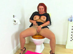 British milf Diamond works her nyloned fanny on toilet