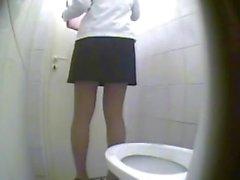 видео писек скрытой камерой в туалете - 10