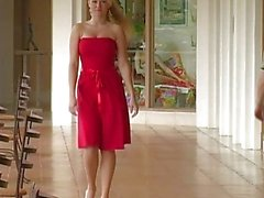 Alison Angels Een Sexy Red Dress Acts Like