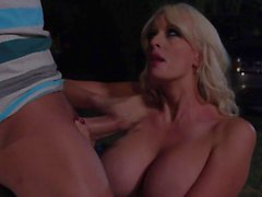 Outdoor sex in the dark with well stacked Stormy Daniels